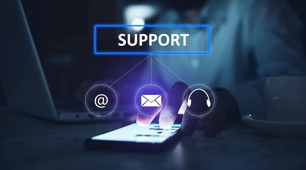 Man wat betreft ondersteuning in het telefoonscherm