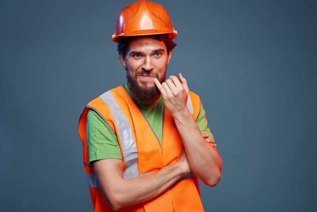 Man werkend beroep beschermende uniforme professionele emoties