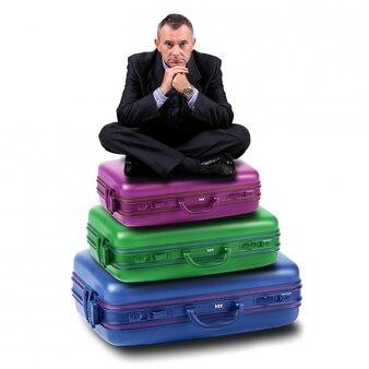 Man zit op koffers