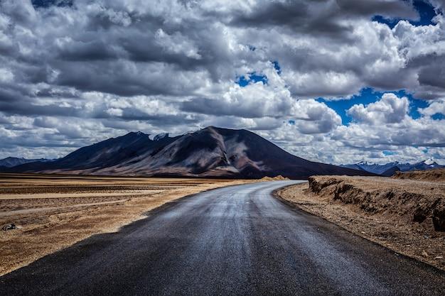 Manali-leh snelweg. ladakh, india