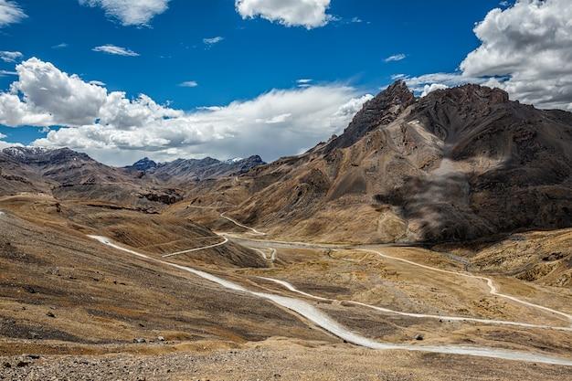 Manali-leh weg in de himalaya