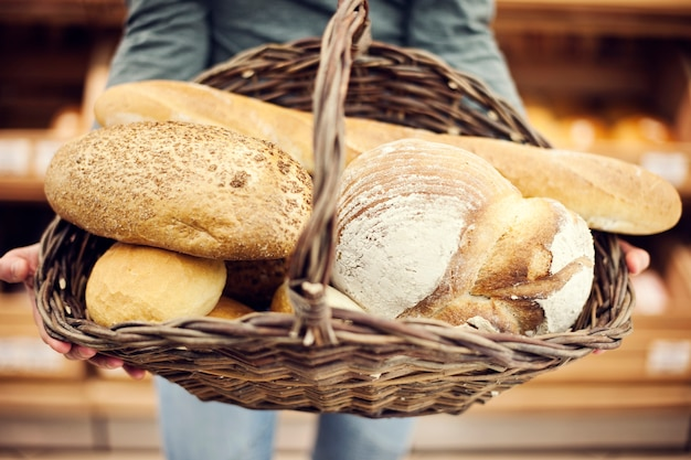 Mand gevuld bakbrood