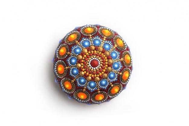 Mandala-steen geïsoleerd