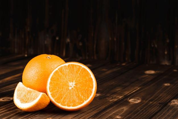 Mandarijn sinaasappelen groep op hout blackground