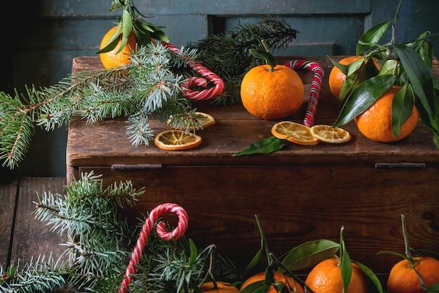 Mandarijnen in kerstmisdecor