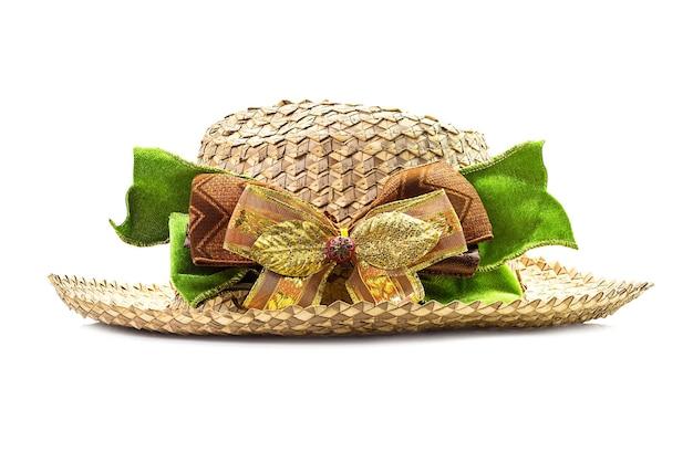 Mandenwerk hoed met strik geïsoleerd op white