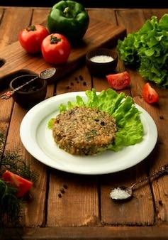 Mangalsalade met houtskool gegrilde groenten