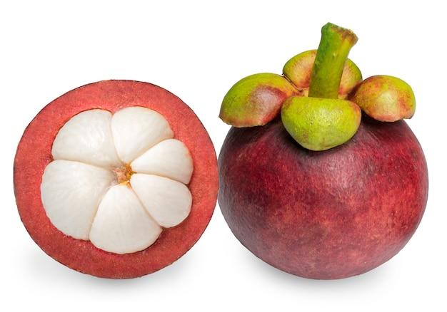 Manggistans geïsoleerd op witte achtergrond met uitknippad, manggistans de koningin van de vruchten.