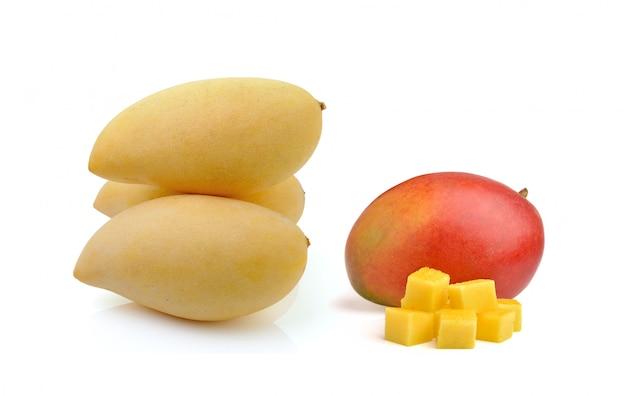 Mango die op een wit wordt geïsoleerd