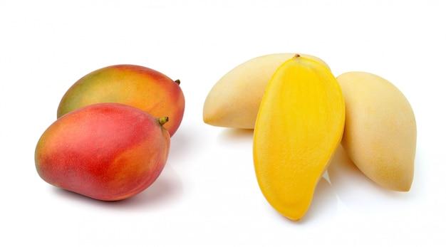 Mango die op witte ruimte wordt geïsoleerd