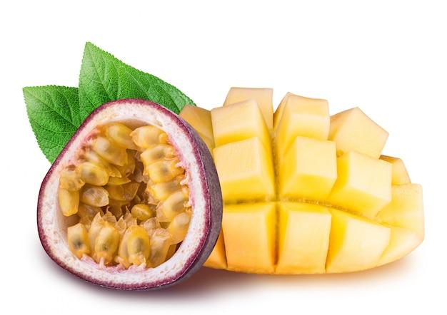Mango en passievrucht geïsoleerd