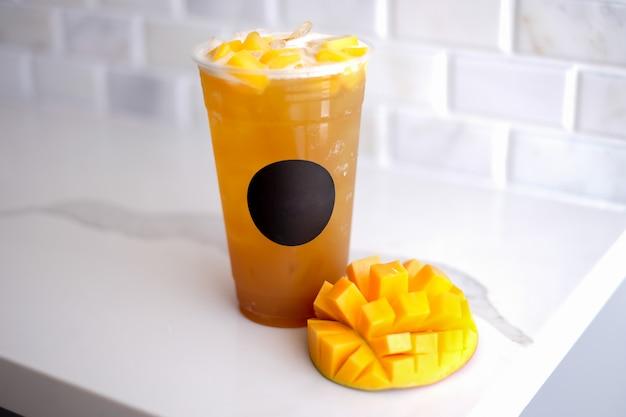 Mango ijsthee. drinken en verfrissing.