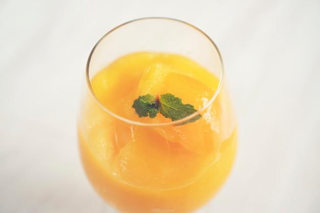 Mango juice blended voor gezondheid