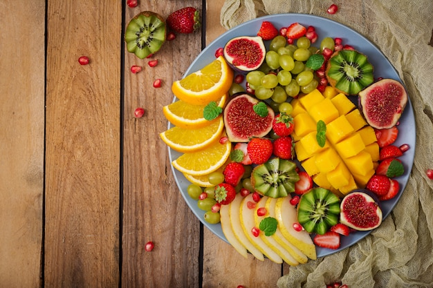 Mango, kiwi, vijg, aardbei, druiven, peer en sinaasappel