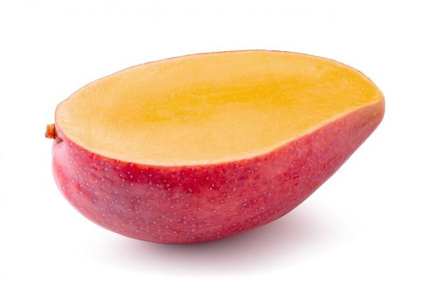 Mangofruit op wit wordt geïsoleerd dat