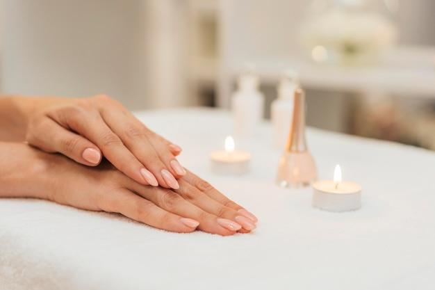 Manicure gezonde zorg en kaarsen