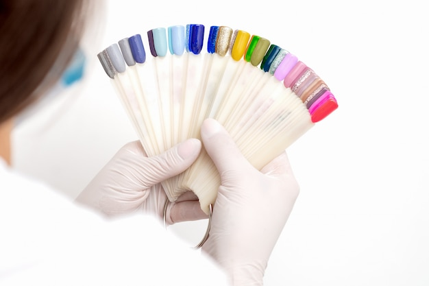 Manicure met nagel kleurstalen