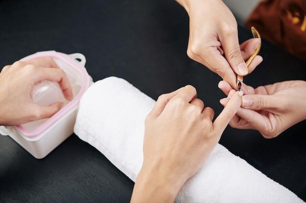 Manicure snijden cuticula