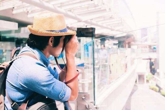Mannelijk vrijetijdsbestemming man vakantie persoon