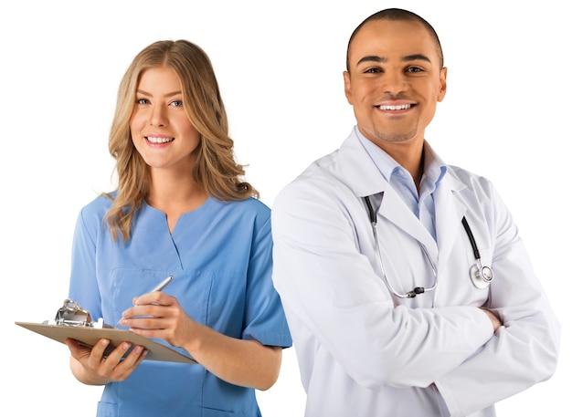 Mannelijke arts met vrouwelijke verpleegster in de kliniek