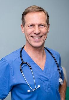 Mannelijke arts portret