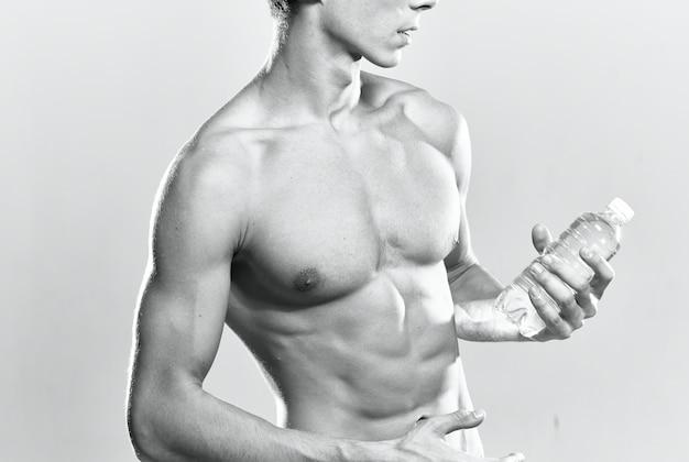 Mannelijke bodybuilder gespierd lichaam wit slipje training motivatie