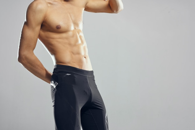 Mannelijke bodybuilder opgeblazen torso atletische uniform gym