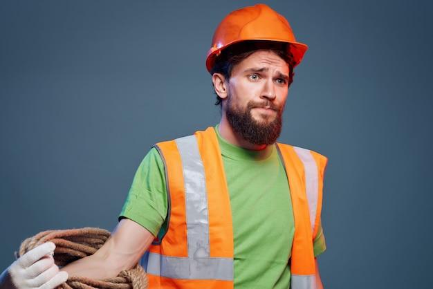 Mannelijke bouwer beschermende uniforme professionele emoties