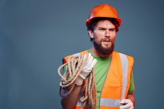 Mannelijke bouwer werken beroep beschermende uniforme ingenieur close-up