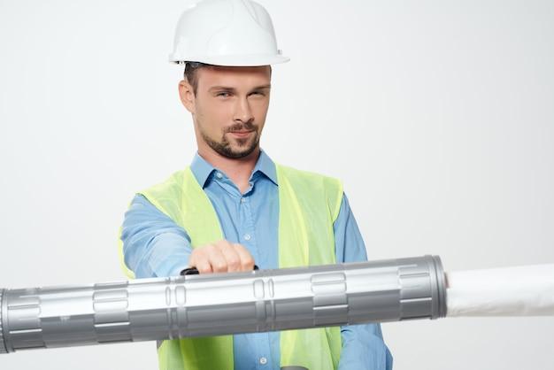 Mannelijke bouwers blauwdrukken bouwer werken beroep