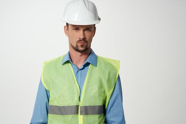 Mannelijke bouwers professionele baan geïsoleerde achtergrond
