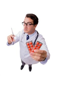 Mannelijke die arts op de witte achtergrond wordt geïsoleerd