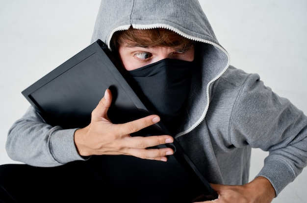 Mannelijke dief geheime penetratie winkeldiefstal bullebak misdaad hacker