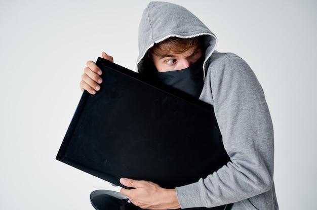 Mannelijke dief stealth techniek overval veiligheid hooligan levensstijl