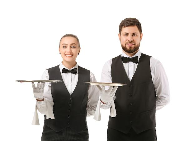 Mannelijke en vrouwelijke obers op wit