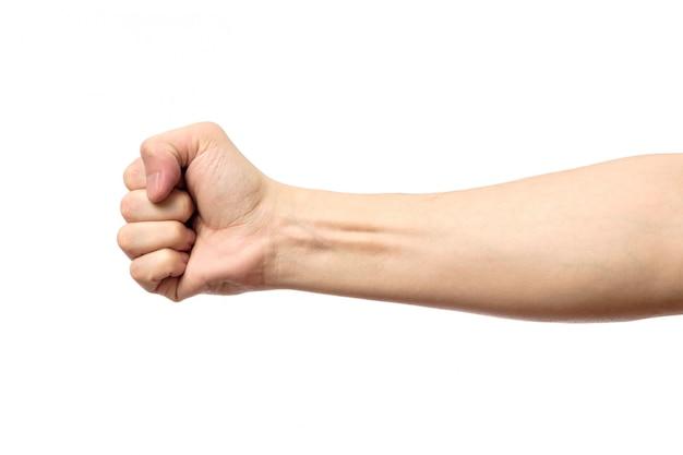 Mannelijke gebalde vuist die op wit wordt geïsoleerd