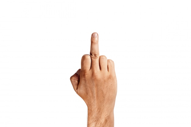 Mannelijke hand die middelvinger op wit toont