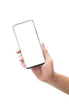 Mannelijke hand die zwarte smartphone met het lege scherm houden dat op witte achtergrond met het knippen van weg wordt geïsoleerd.