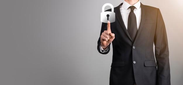 Mannelijke hand met een hangslot slotpictogram. cyberbeveiligingsnetwerk. internet technologie netwerken. bescherming van persoonlijke gegevens op tablet. gegevensbescherming privacy concept. avg. eu.banner