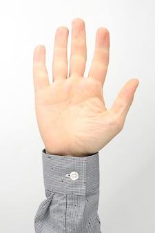 Mannelijke handen met opgeheven vingers op een witte achtergrond