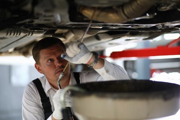 Mannelijke technische inspectie
