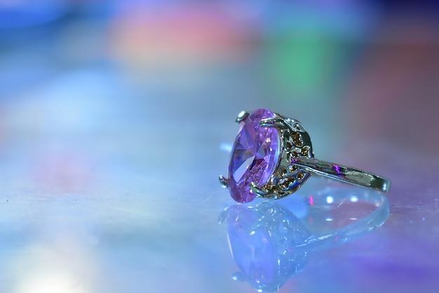 Mannen bruiloft diamanten ring foto.