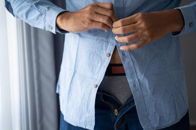 Mannen dichtknopen blauw shirt