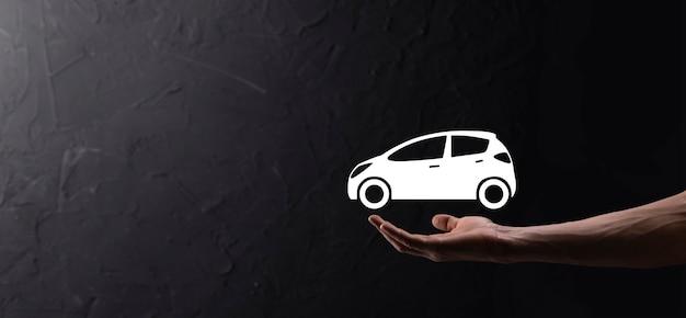 Mannenhand met auto auto pictogram op blauwe achtergrond. brede bannersamenstelling. concepten voor auto-autoverzekering en aanrijdingsschade