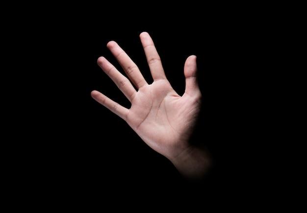 Mannenhand met open palm of vijfvingerige teken