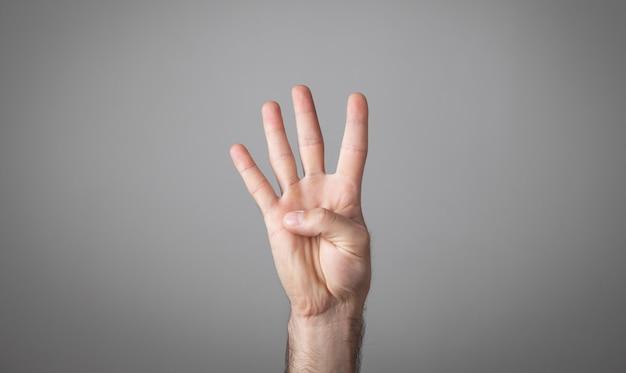 Mannenhand met vier vingers