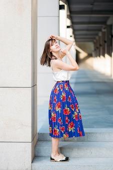 Mannequin in casual stijl. mooie vrouw in mode kleding.
