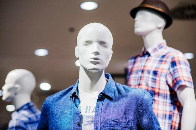 Mannequin in mannelijke kleding
