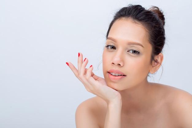 Mannequin van de schoonheids haalt de aziatische jonge vrouw met natuurlijke het gezichts van de v-vorm omhoog
