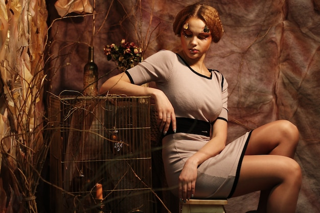 Mannequin zittend op een krukje